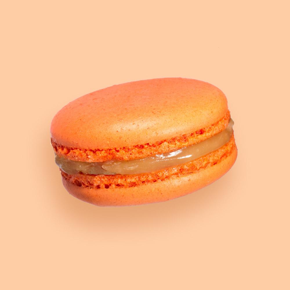 Makrónka s pomarančovým karamelom